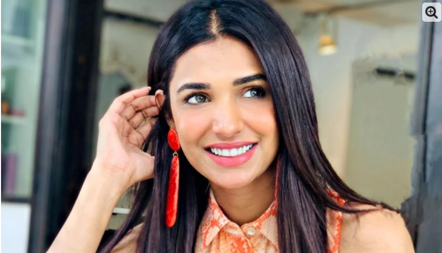 Why did social media users get angry with model Amna Elias?