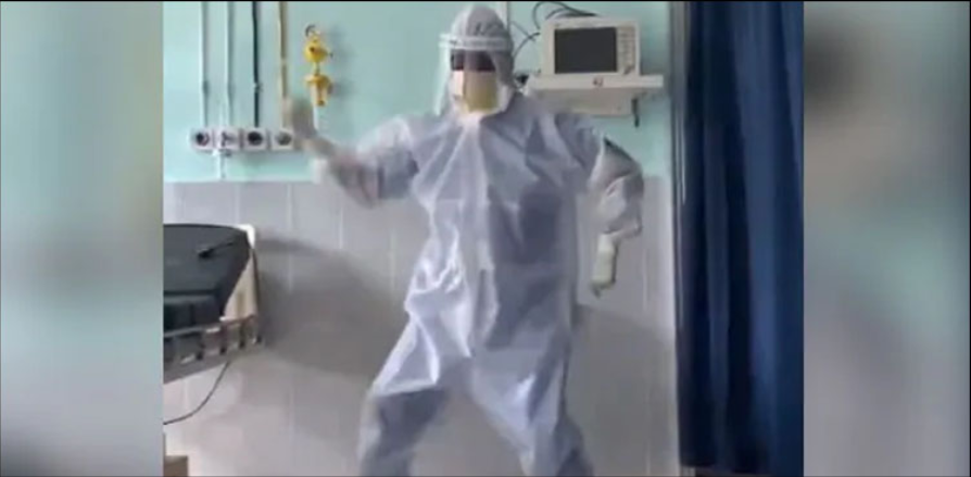 Corona patient surprised by doctor dancing, video goes viral New Delhi: Docs in India have grow to be dancers to please a affected person affected by corona in a hospital.