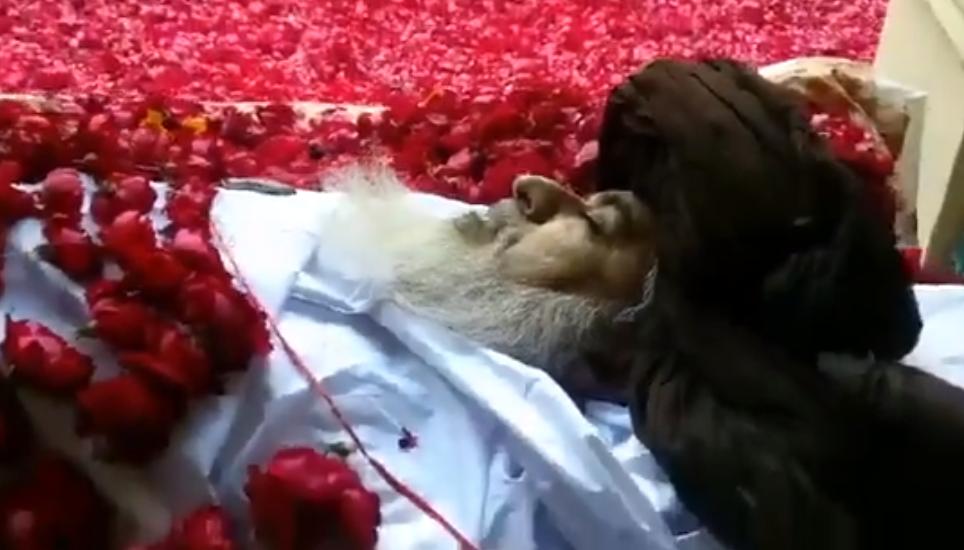 Khadim Hussain Rizvi Ki Wafat Ke Baad Qareeb Se Bani Hui Video