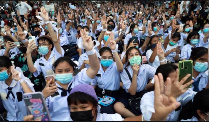 Thailand: School students demand education reform