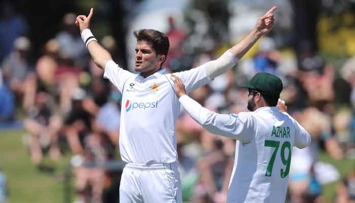 Pakistan's extremely slow batting, completed 100 runs in 65 overs
