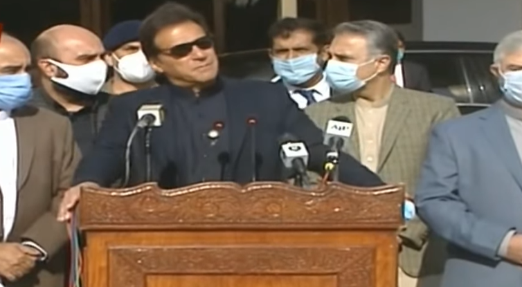 PM Imran Khan Shows Respect During Azaan And Stops Speaking
