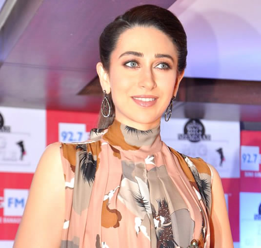 How much did Karisma Kapoor sell her luxurious apartment?