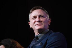 Daniel Craig chokes up biding emotional farewell to James Bond role